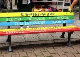 Frankfurt Höchst bunte Sitzbänke Königsteiner Straße