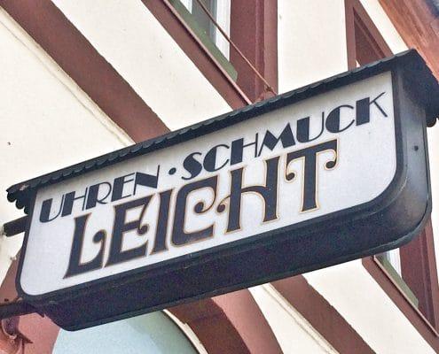 Weilburg, das Firmenschild mit anderen Schriften