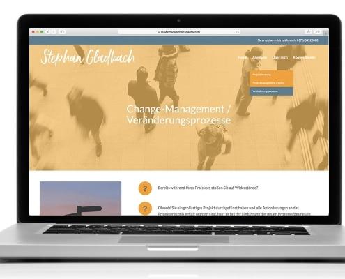 Webdesign für Projektmanagement Gladbach: Darstellung auf Notebook